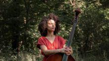 Sélène Saint-Aimé, jeune pépite de la contrebasse, explore les terres du jazz jusqu'à la lune