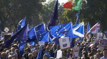 Manifestantes pedem em Londres um segundo referendo sobre o Brexit