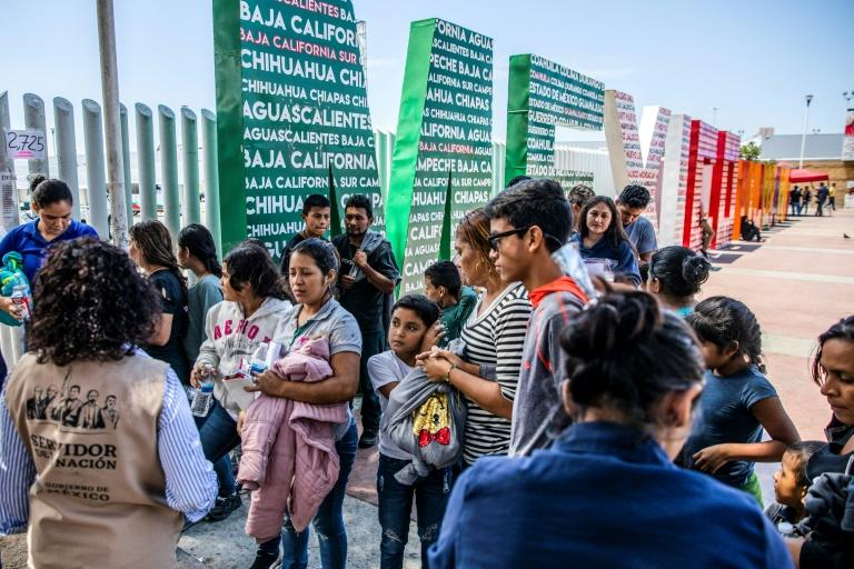 Judge blocks asylum policy at US-Mexico border