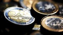 El euro baja a 1,1643 dólares