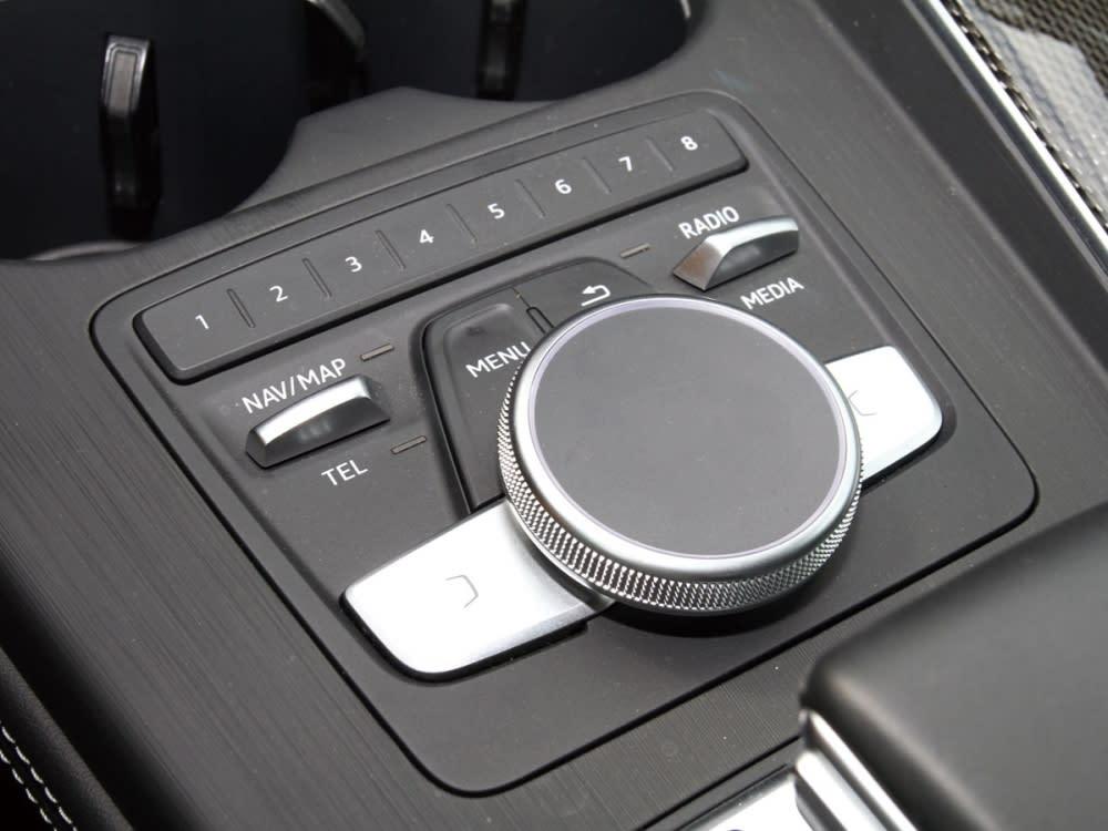 直徑達48mm的觸控手寫版,主要控制中控台上方的8.3吋MMI多媒體資訊幕。