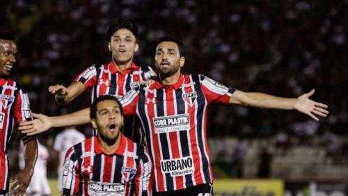 Gilberto valoriza empate, mas espera voltar à fase de 'bastante gols'