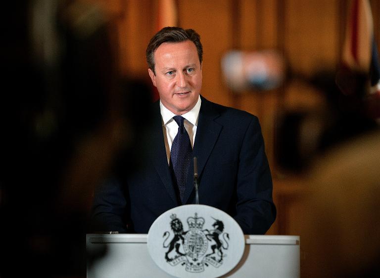 Prime Minister David Cameron makes a statement to the media at Number 10 Downing street in London on September 14, 2014 (AFP Photo/John Stillwell)