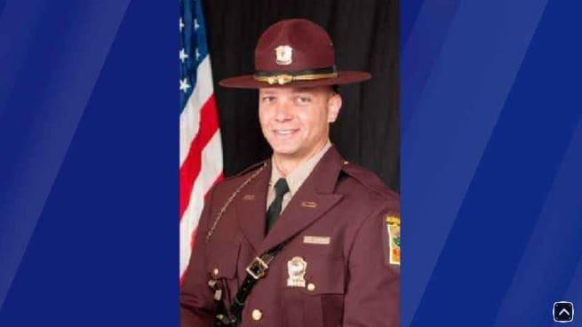 Ex-state trooper sent himself nude photos from woman's phone after crash