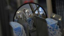 Coronavirus: 500 morts, l'État promet de combler le retard en protections