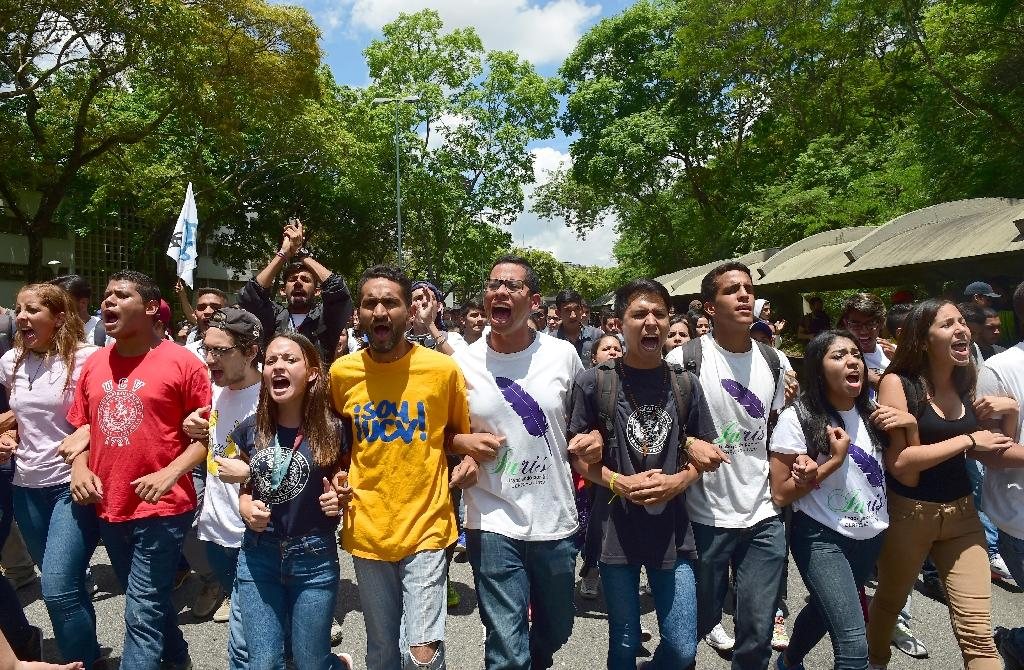 Students from the Central University of Venezuela march during a protest against the government in Caracas on May 4, 2017 (AFP Photo/RONALDO SCHEMIDT)