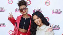 North West le hace a Kim Kardashian lo mismo que tú y yo le hacíamos de pequeñas a nuestras madres: 'robarle' los zapatos