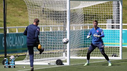 'Bring it home' – Injured Dean Henderson issues rallying cry to England
