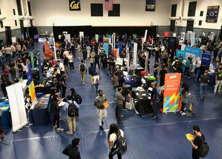 Students attend the University of California, Berkeley's electrical engineering and computer sciences career fair in Berkeley, California, U.S., September 5, 2018. REUTERS/Ann Saphir/Files