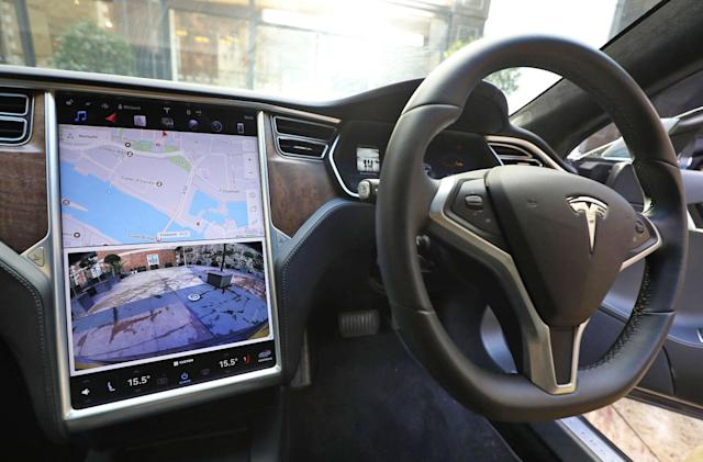 Tesla owner faces 18-month ban for leaving the driver's seat