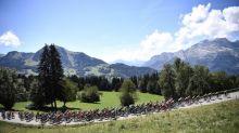 """""""La fête attendra l'année prochaine"""" : les supporters du Tour de France contaminés par le doute"""