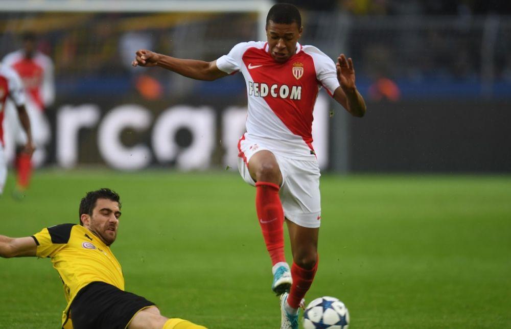 """Monaco: """"On est tous avec Bartra"""", souligne Mbappé"""