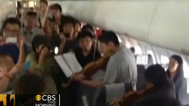 Philadelphia Orchestra members perform on delayed flight