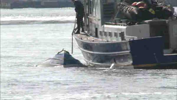 3 people rescued after boat overturns in East River