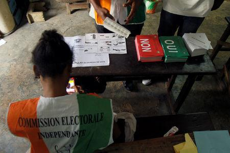 Polling agents prepare the ballots at a polling station during a referendum in Abidjan, Ivory Coast October 30, 2016. REUTERS/Luc Gnago
