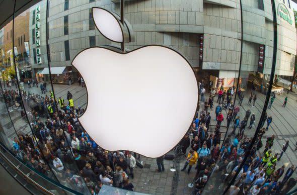 Apple hits new record $700 billion market valuation