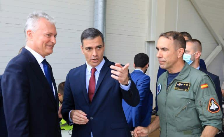 Russische Kampfflugzeuge unterbrechen Pressekonferenz von Spaniens Regierungschef
