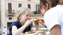 Geheime Falttechnik: So isst man Pizza wie ein echter Italiener!