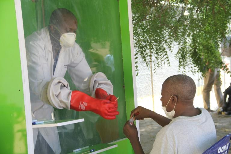 Coronavirus testing at the University of Maiduguri Teaching Hospital in northern Nigeria (AFP Photo/Audu MARTE)