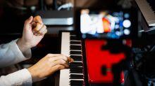 Novo streaming brasileiro permite que artistas cobrem ingresso por lives