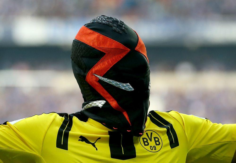Aubameyang, multado por la máscara de Nike