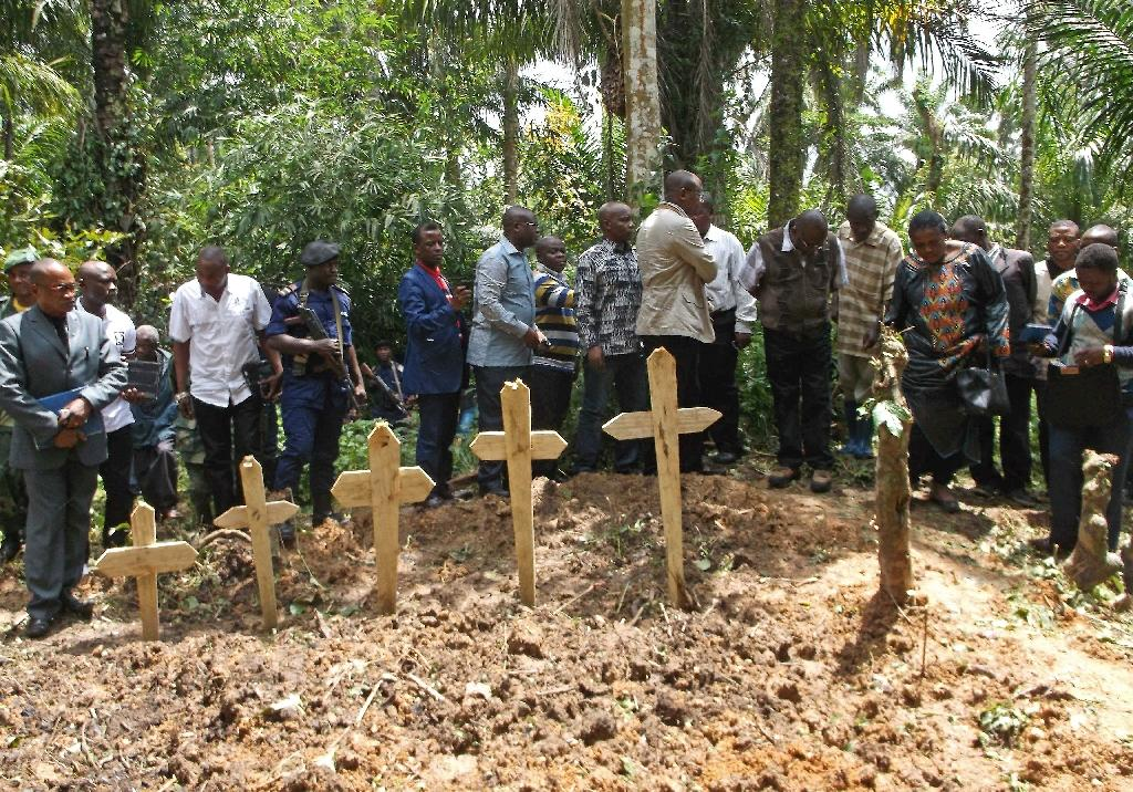 A burial ceremony for victims of an attack by suspected Ugandan Islamist rebels from the Allied Democratic Forces near Beni, Democratic Republic of Congo, on April 16, 2015 (AFP Photo/Kudra Maliro)