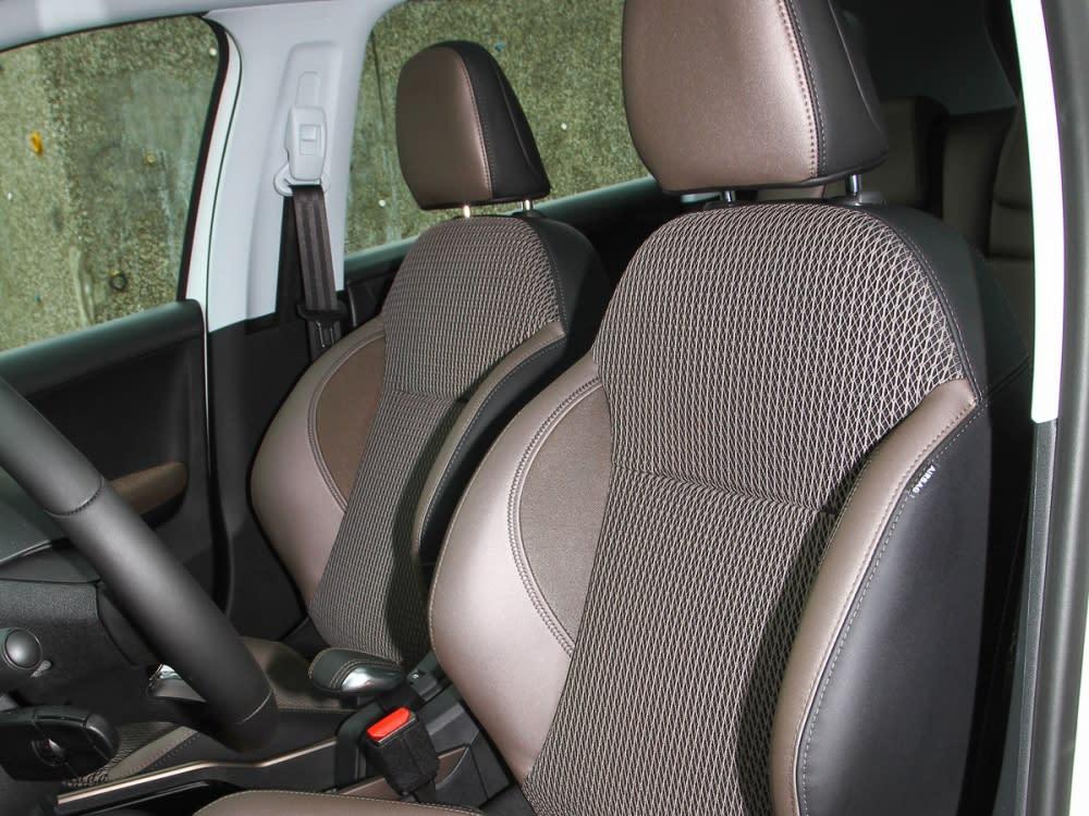 Grip Control車型採用棕色半皮布跑車座椅,高度調整則是為全手動設定。