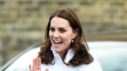 Kate Middleton presume de su embarazo y sencillez en atuendo deportivo