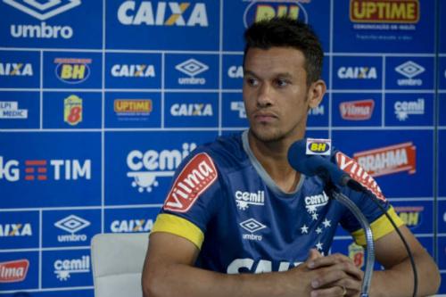 Henrique elogia elenco do Flamengo e pede marcação no atacante Everton