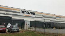 Amazon, fischi a cambio turno, Cobas a distanza dai cancelli