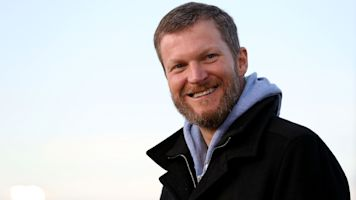 Dale Jr. plans to race 2 weeks after plane crash