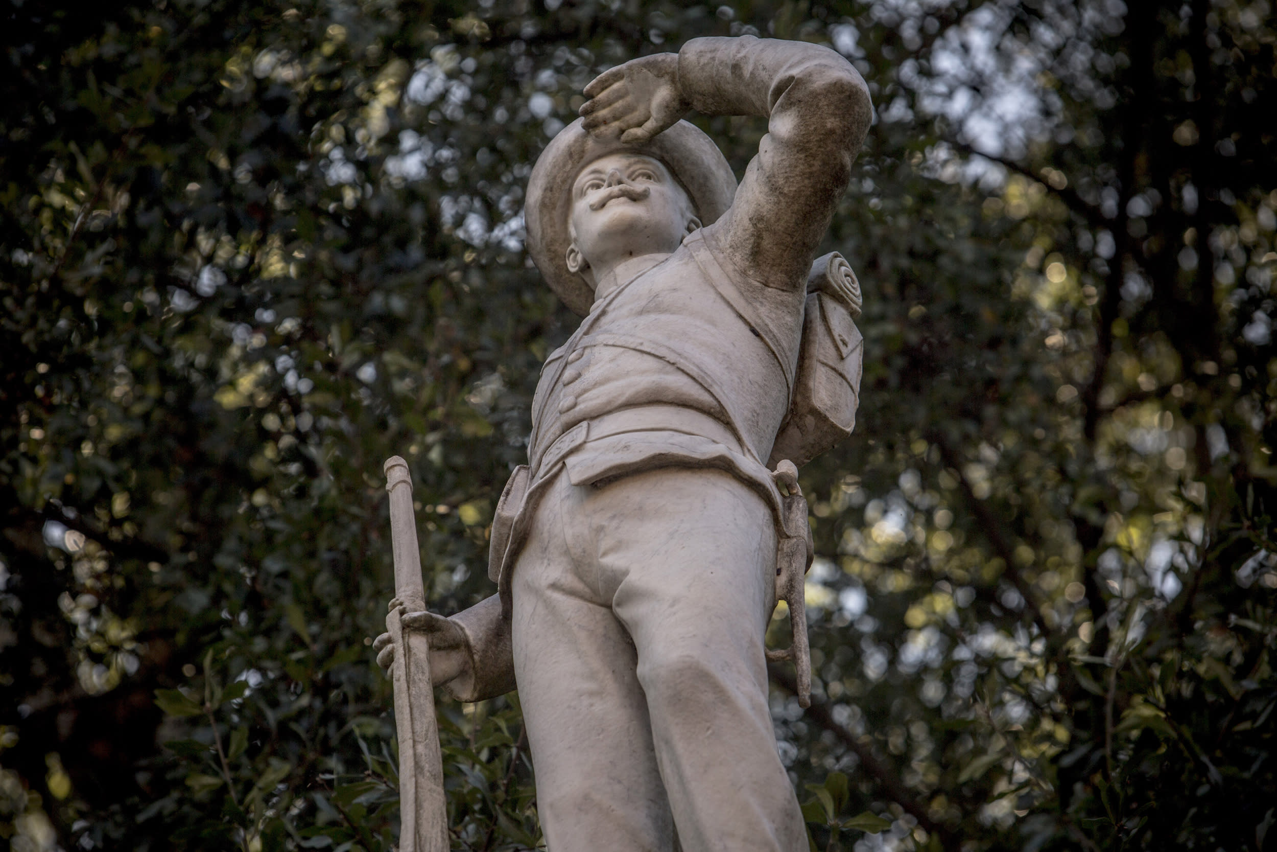Ole Miss removes Confederate statue from campus