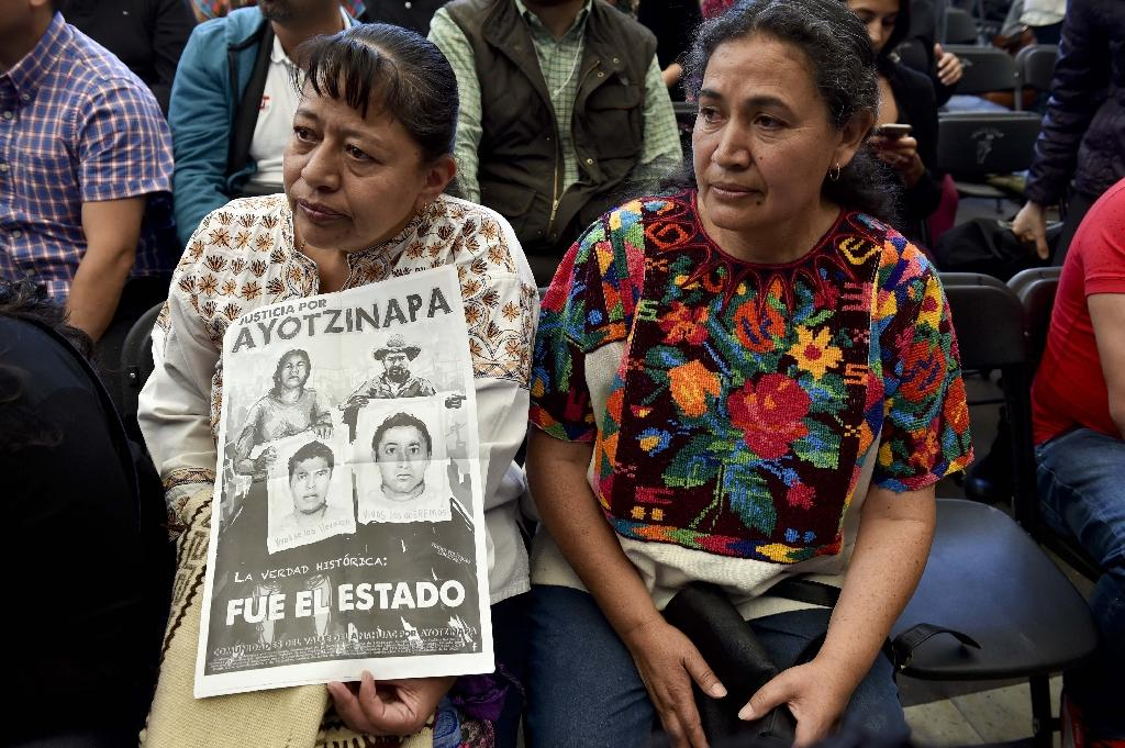 Parents and other relatives of the 43 missing students from the Ayotzinapa's teachers school attend the reading of the final report from the Interdisciplinary Group of Independent Experts (GIEI) in Mexico City on April, 24, 2016 (AFP Photo/Yuri Cortez)
