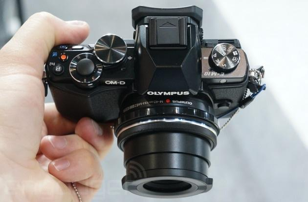 Olympus' small and mighty E-M10 is priced to sell (hands-on)