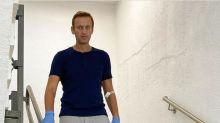 Russia, Navalny migliora: cammina da solo e senza flebo
