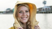 Allzeit bereit und bestens gerüstet: Mit Regenjacken und -mänteln unter 50 Euro