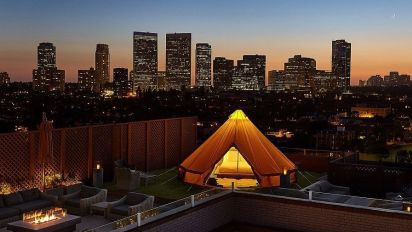世界上最豪華酒店 竟然係天台露營?