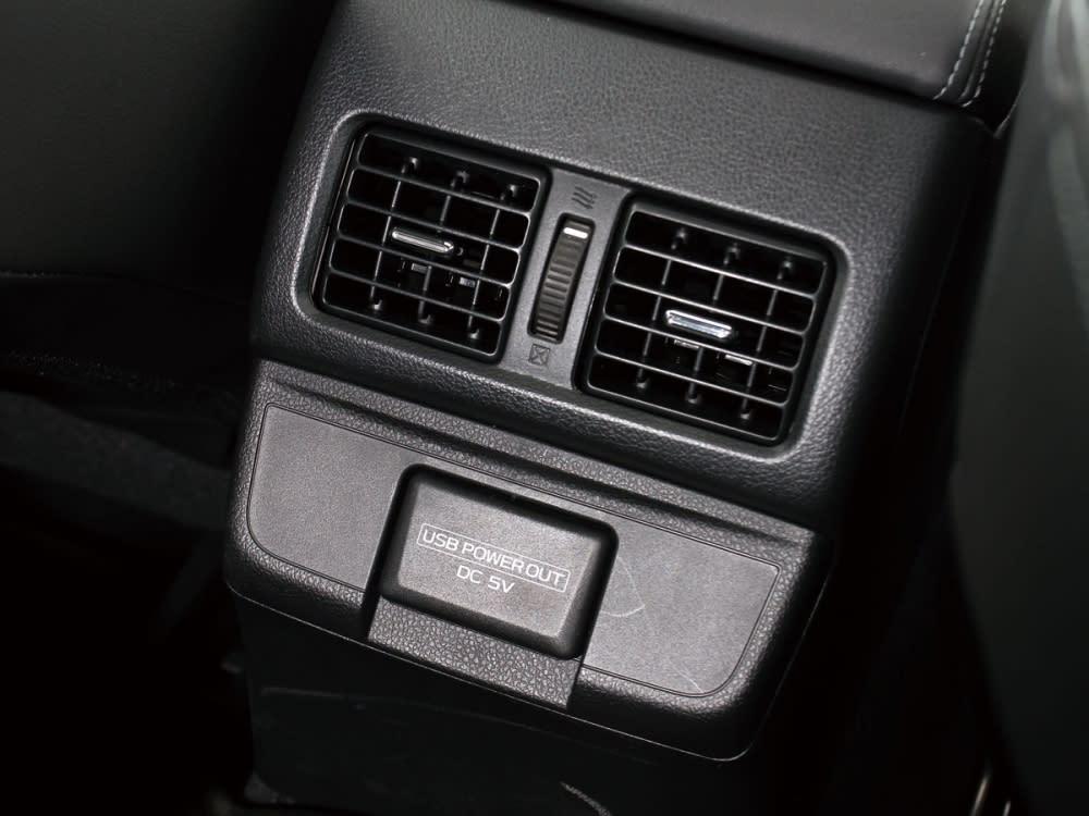 具有後座空調出風口,與5V電壓的USB充電插槽,使後座乘客亦有優異的行車品質。