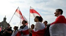 Bélarus: nouvelle grande manifestation dominicale, malgré des arrestations