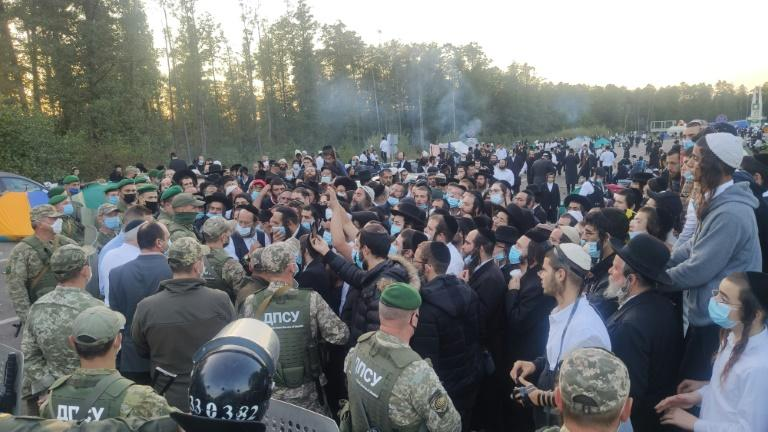 The pilgrims are currently stuck between the Ukrainian and Belarusian border crossings after Minsk allowed them to pass