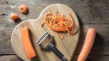 Utilisez-vous mal votre épluche-légumes ? D'après cette vidéo, la réponse est oui