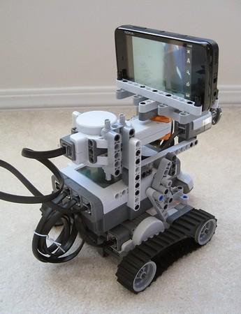 Niko, the N900-powered Lego robot, looks poised to take over Twitter (video)