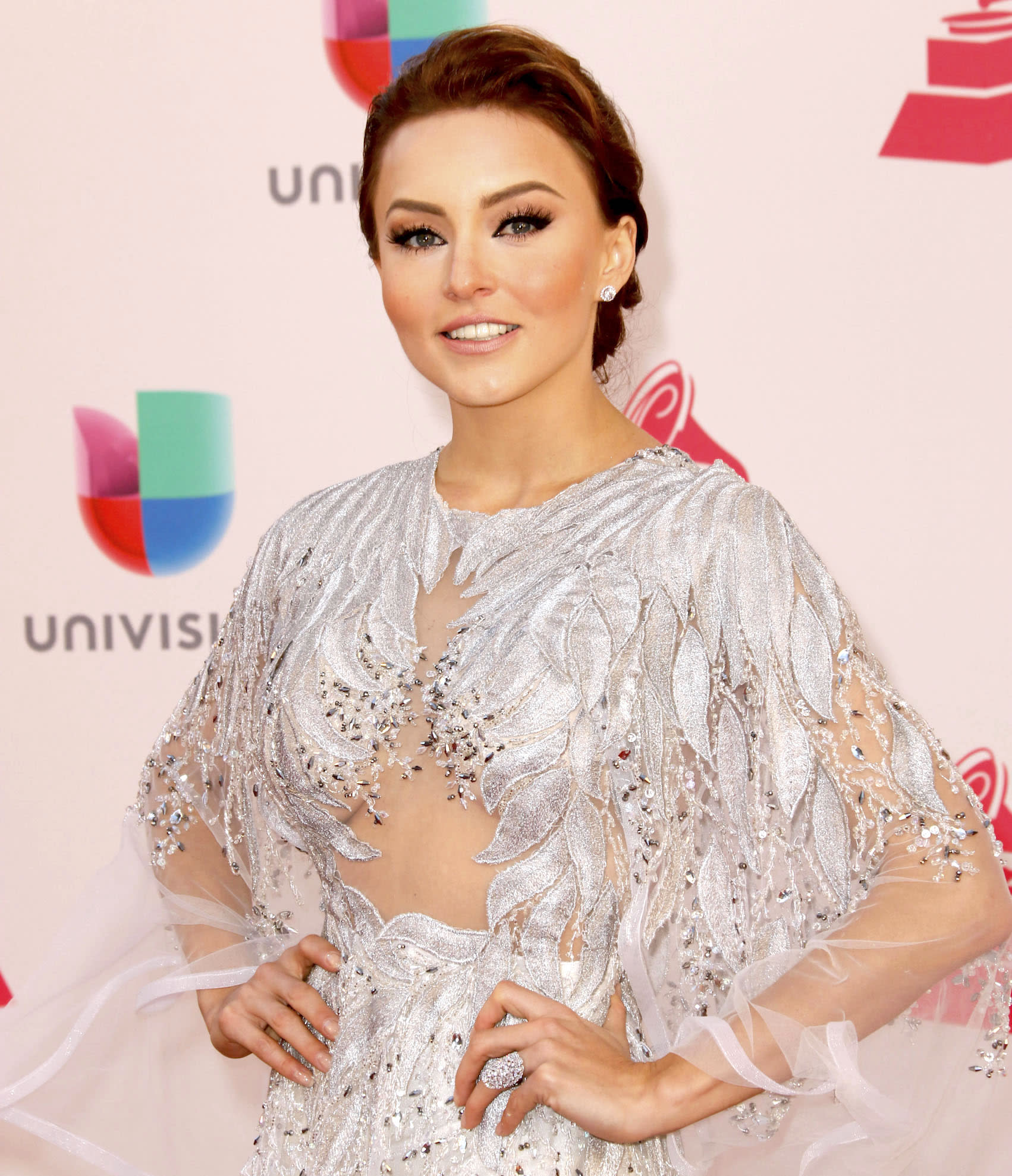 Angelique Boyer angelique boyer se disculpa por altercado con youtuber