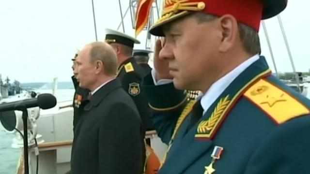 Putin brings patriotism to Crimea for Victory Day
