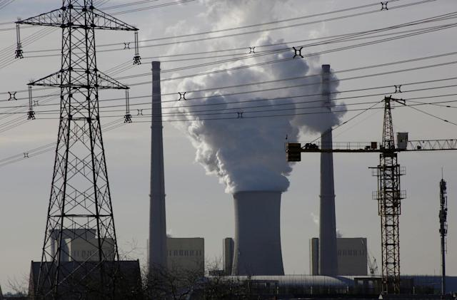 China suspends plans for 85 coal power plants