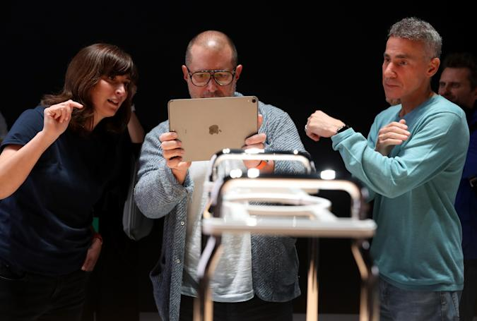 SAN JOSE, CALIFORNIA - JUNE 03: Apple chief design officer Jony Ive (L) uses an iPad to have an augmented reality view of the frame of the new Mac Pro as Apple senior VP of hardware engineering Dan Riccio (R) looks on during the 2019 Apple Worldwide Developer Conference (WWDC) at the San Jose Convention Center on June 03, 2019 in San Jose, California. The WWDC runs through June 7. (Photo by Justin Sullivan/Getty Images)