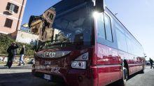 Roma, autista di autobus picchiato da 8 ragazzi per un rimprovero
