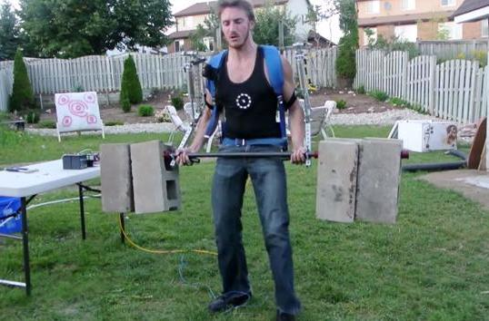 Homemade exoskeleton lets a man lift big cinder blocks with ease