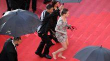 Kristen Stewart: Barfuß über den roten Teppich in Cannes