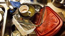 Lavar los platos afectaría tu vida sexual, y te decimos por qué
